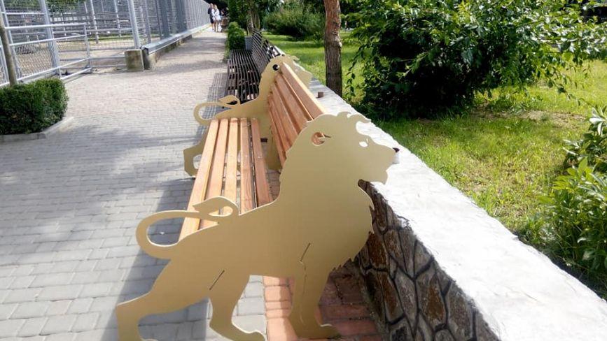 ФОТО ДНЯ. У Подільському зоопарку з'явилися креативні лавки