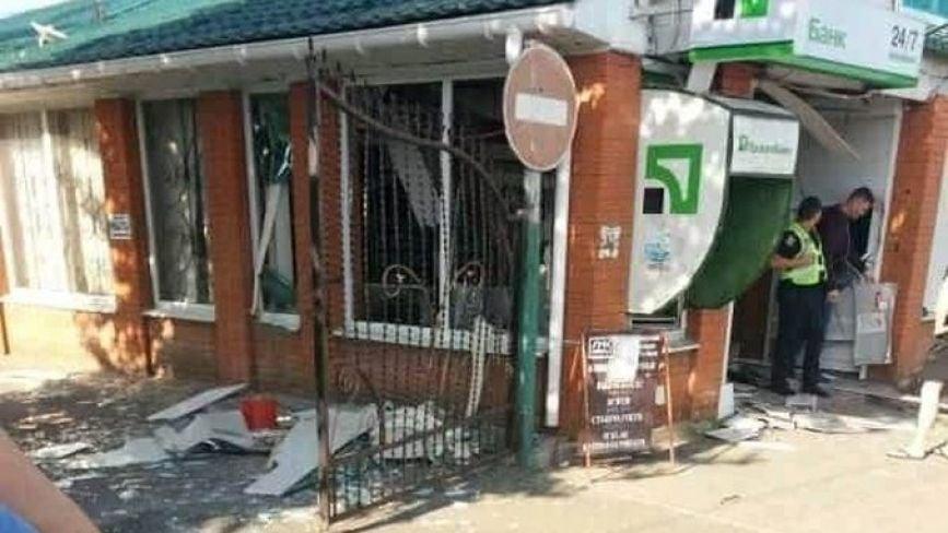 Пограбування у Гайсині: бандити підірвали банкомат та винесли 22 тисячі