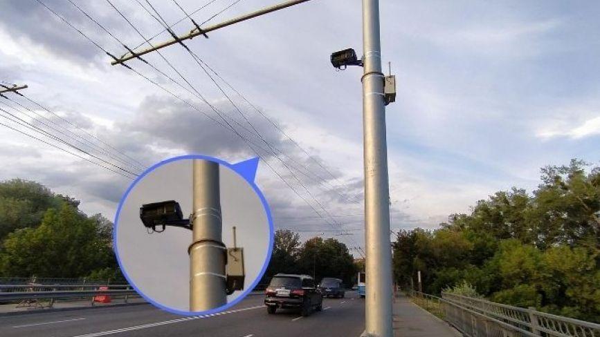 На Київському мосту поставили «камеру автофіксації» (ОНОВЛЕНО)