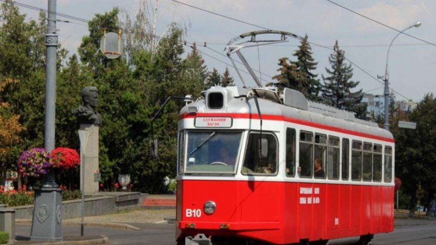 У Вінниці комунальники переобладнали швейцарський трамвай у службовий. Як він тепер виглядає