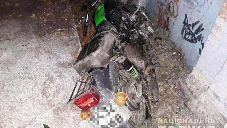 У Жмеринці мотоцикл в'їхав у будівлю. Серед травмованих — дитина
