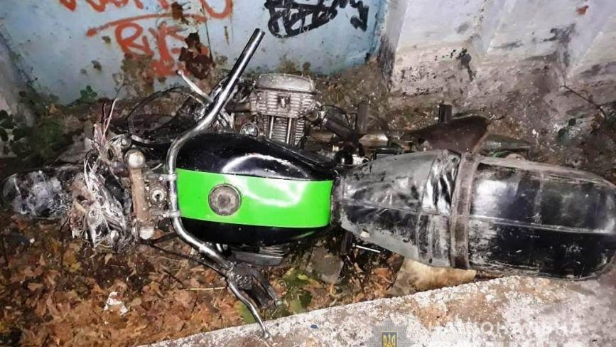 У Жмеринці мотоцикл в'їхав у будівлю. Серед травмованих 14-річний хлопець