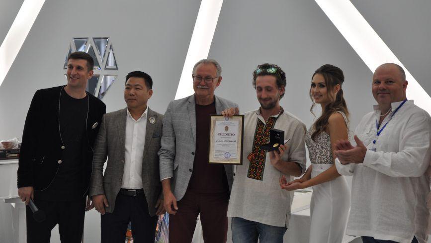 «The best artist – 2020». У Вінниці визнали кращим столичного художника Богдана Макаренка