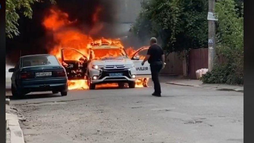 У Козятині згоріла поліцейська Mitsubishi. Кажуть, в багажнику були баки з бензином