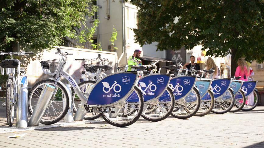 ФОТО ДНЯ. На нових станціях Nextbike почали встановлювати велосипеди