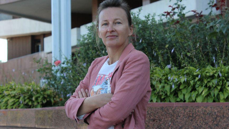 «Про загадкові вбивства на вінницькому ТБ»: у письменниці Наталки Доляк вийшла нова книга