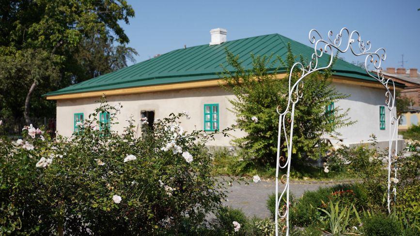 Реставрують хату Коцюбинського. Чи збережуть автентичний вигляд оселі?