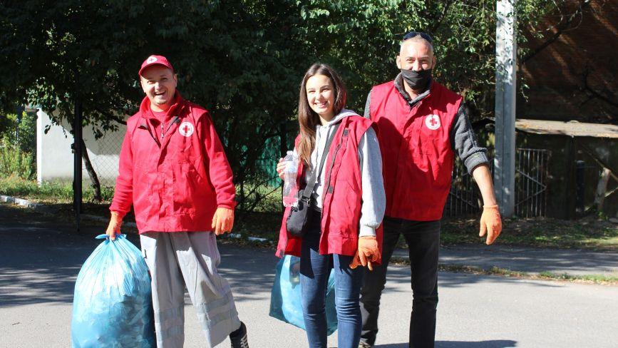 «Робимо місто чистішим»: як вінничани долучилися до Всесвітнього дня прибирання