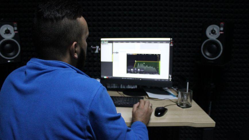 Як у молодіжному центрі Вінниці працює безкоштовна студія звукозапису