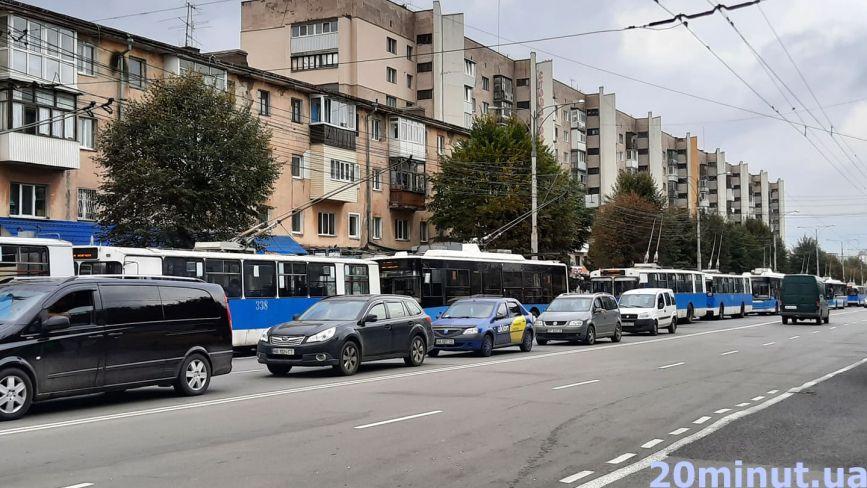 Через аварію на Коцюбинського утворився затор з тролейбусів