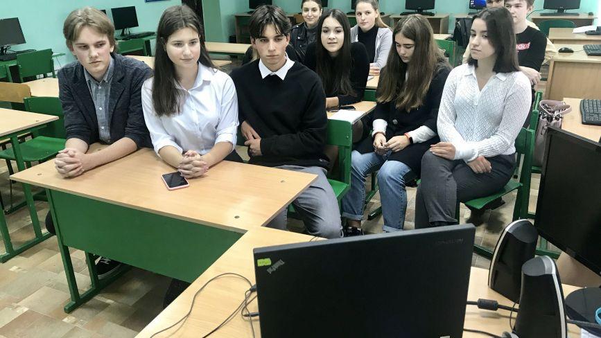 Мовний табір онлайн, або як вінницькі школярі вивчають з іноземцями англійську