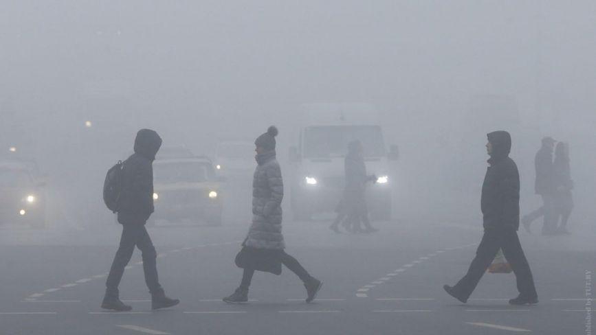 Сніг, ожеледиця та туман. Вінничан попереджають про погіршення погодних умов
