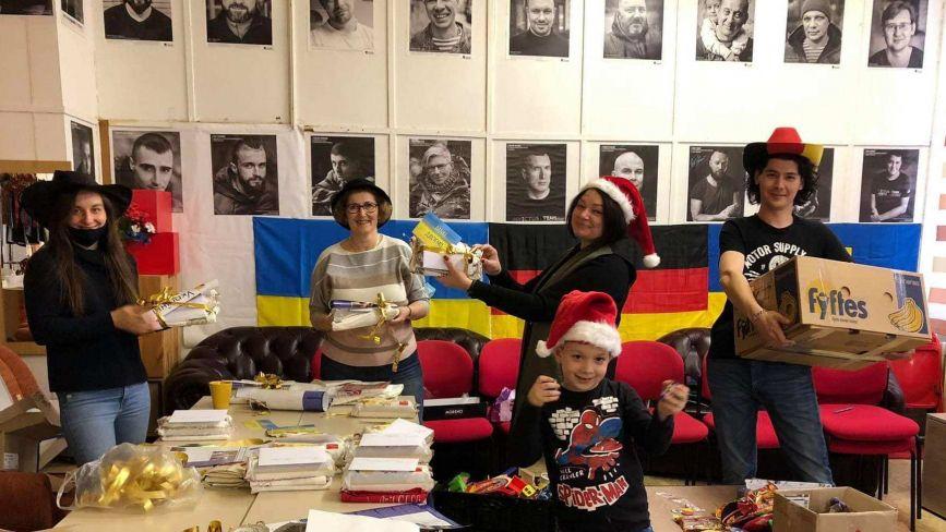 Що написати мамі, яка втратила на війні дитину? У Вінниці триває акція «Різдвяна хвиля»