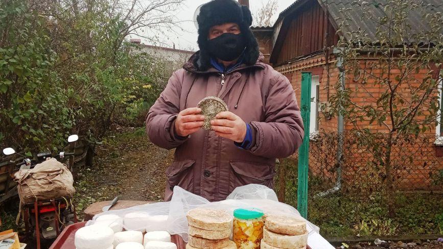 «Це наш козятинський камамбер», — каже власник козиної ферми, який виготовляє вишукані сири