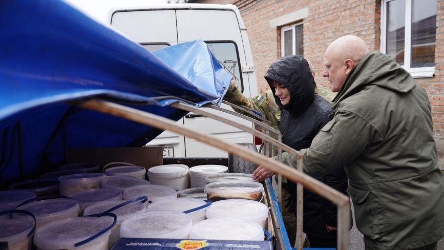 З Вінниці на Схід відправили чотири тонни гумдопомоги для наших захисників
