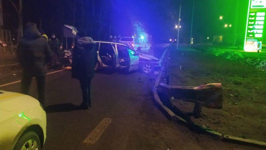 У Гайсині водій на Passat врізався у відбійник. Дружина померла в лікарні