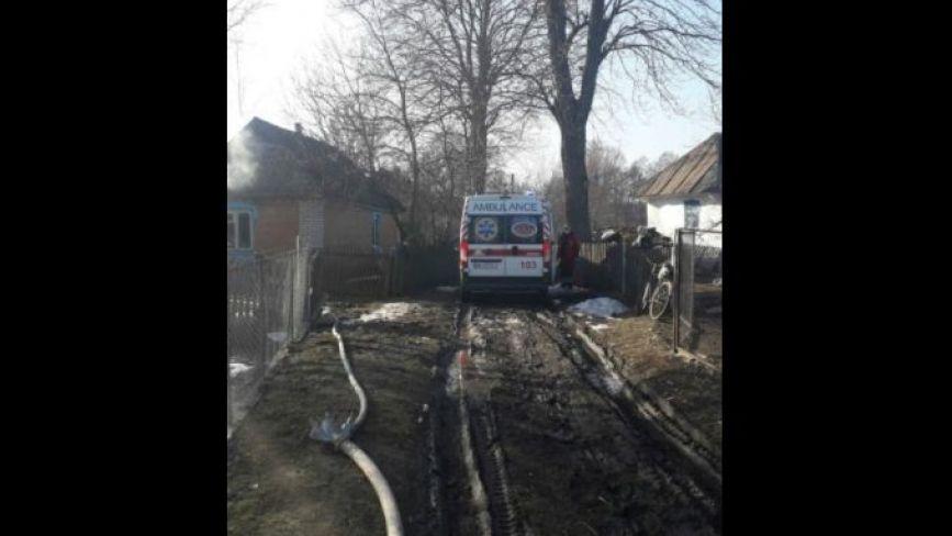 В пожежі під Вінницею загинула дворічна дівчинка.  Її старша сестричка жива, але в лікарні