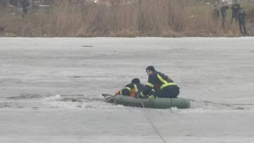 У Вінниці чоловік провалився в Південний Буг під лід. Рибалку передали медикам