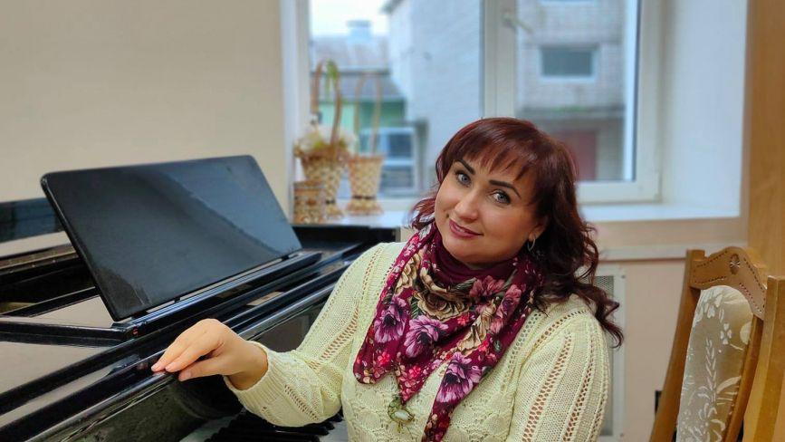 «Культурна ідентифікація». Чому вінничанка вирішила заспівати 120 народних пісень і де їх почути?