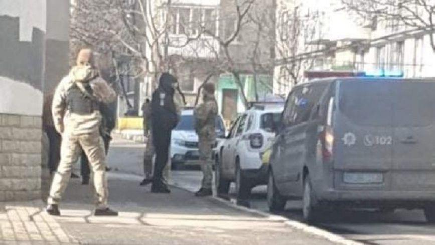 Поліція та люди в кайданках на Стеценка. Вінничанин влаштував стрілянину