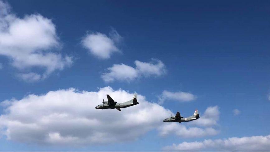 ВІДЕО ДНЯ. Два дні над Вінницею кружляли літаки та гвинтокрили