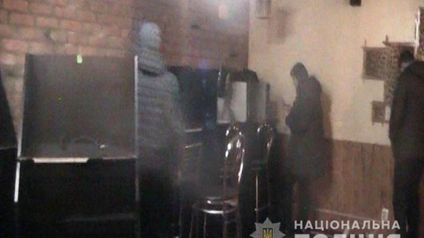 У Бершаді поліція закрила нелегальні автомати, які працювали в підвалі