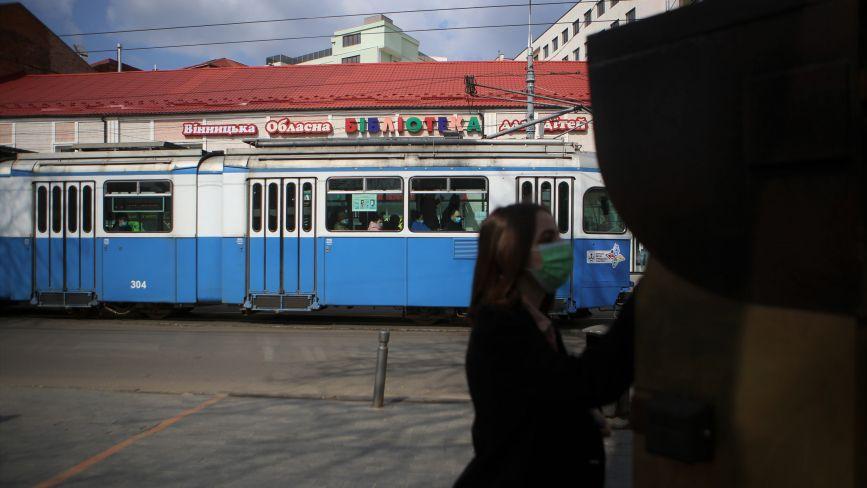 У Вінниці знову можна платити за проїзд у транспорті готівкою. Але система має чимало недоліків