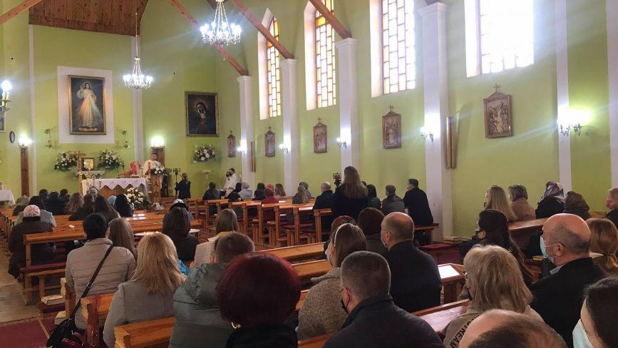 Римо-католики святкують Великдень. Чи було під час карантину у вінницьких костелах людно?