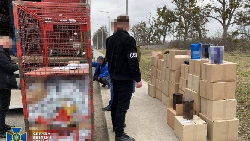 Майже 4,5 тонни фальсифікату. СБУ затримала вантажівку з контрафактним алкоголем