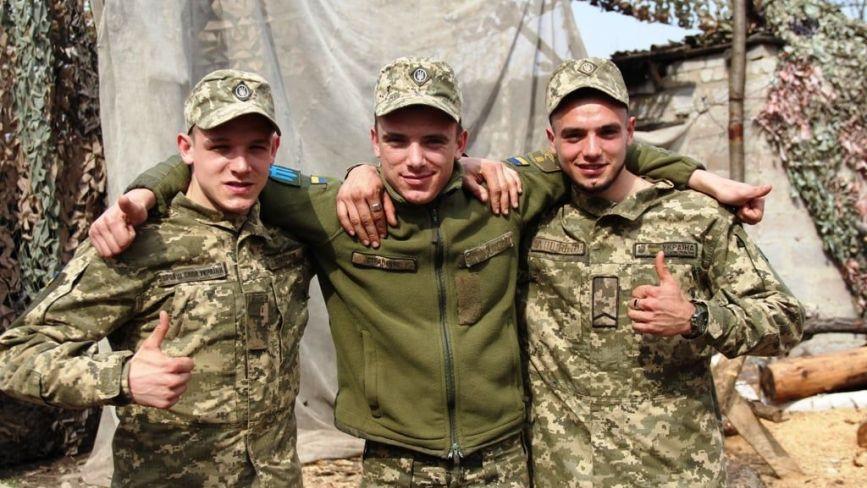 У зоні ООС разом служать три рідних брати. Двоє з них — двійнята