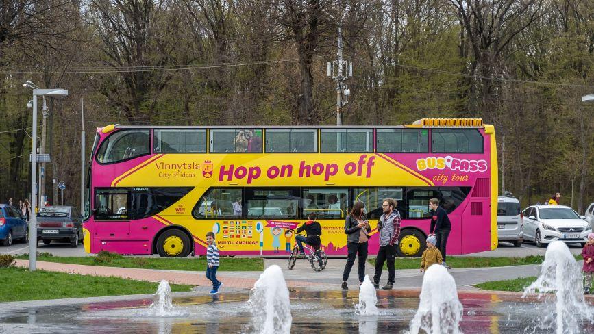 Екскурсійний автобус-кабріолет BusPass виїхав на маршрут. Яка вартість поїздки?