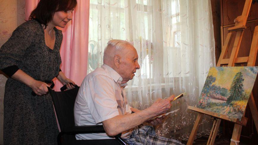«Автопортрет писав перед дзеркалом». Виставку картин фронтовика-довгожителя організувала внучка