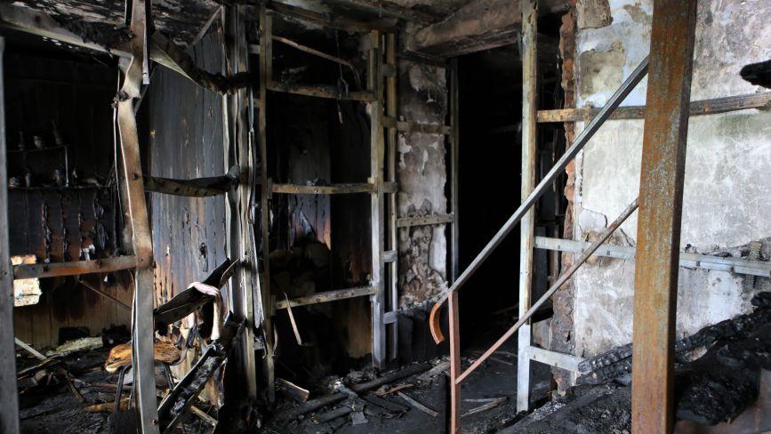 Залишки від офісів після пожежі на Бевза (ФОТО ДНЯ)