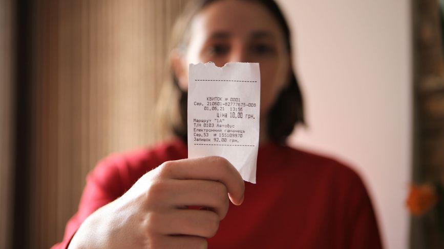 Проїзд у вінницьких маршрутках відтепер можна оплатити карткою. Перевірили, як це працює