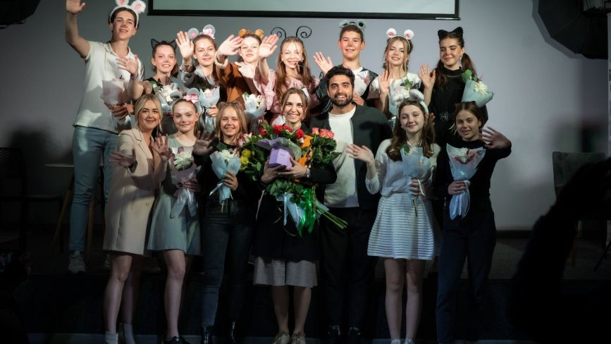 Вінницькі школярі презентували у «Квадраті» виставу про стосунки поколінь