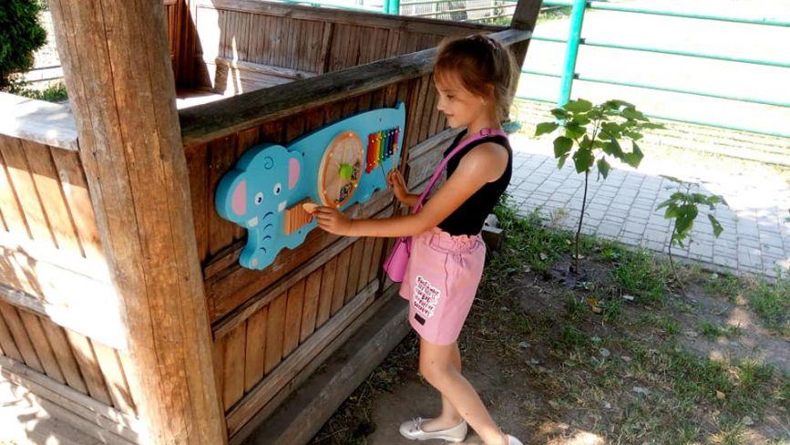 У зоопарку для дошкільнят встановили вісім розважально-навчальних дошок