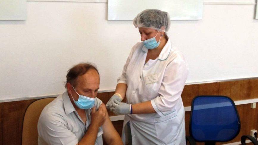 «Як комарик вкусив». Репортаж з офісу RIA/20minut.ua, що на день став кабінетом вакцинації