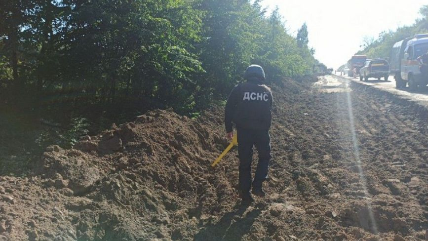 У Медвежому Вушку під час ремонту дороги знайшли бойову міну