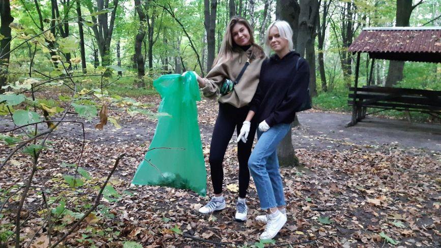 «Побачив? Прибери!». На Вишенському озері волонтери збирали сміття