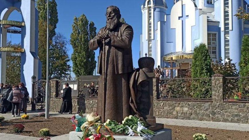 У Вінниці урочисто відкрили пам'ятник Блаженнішому Патріарху Любомиру Гузару