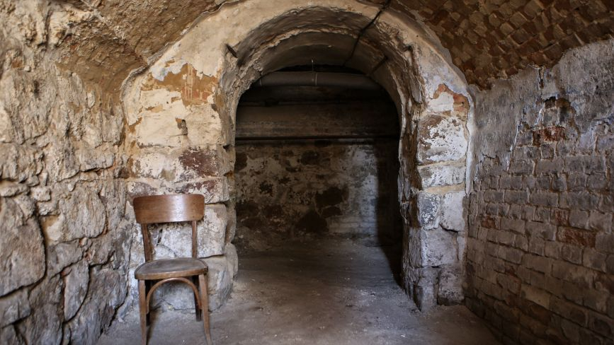 «Ви перший журналіст, який там побуває»: як ми спустилися в підземні тунелі лікарні імені Ющенка