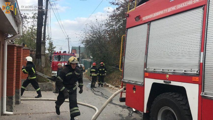 Пожежа на вулиці Пулюя. Палаючий будинок гасили 20 рятувальників
