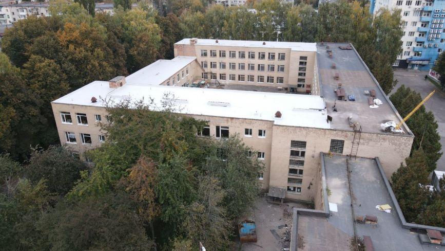 У Вінниці почали утеплювати приміщення гімназії, яку збудували у 1974 році