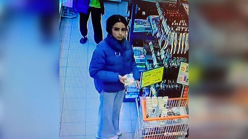 Підозрюють у крадіжці з магазину. Поліція розшукує чорняву дівчину