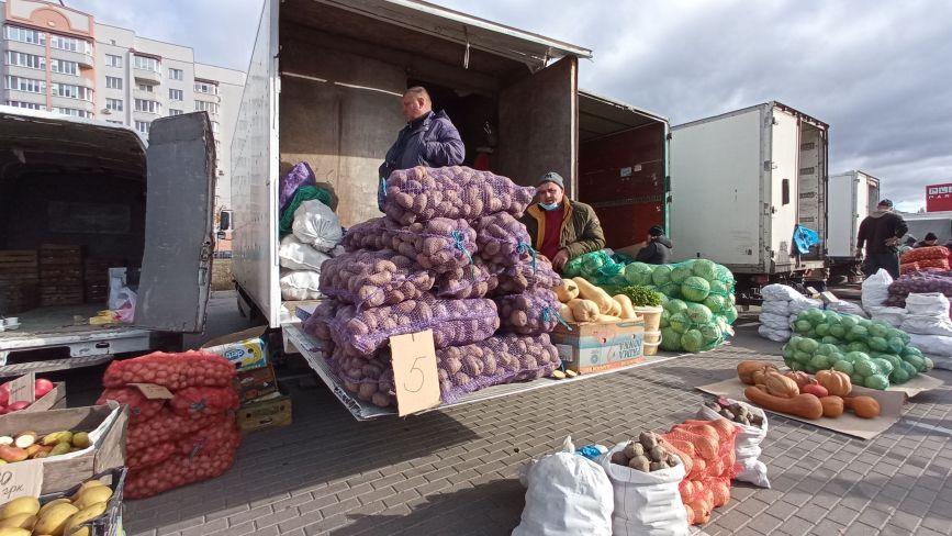 Картопля по 5 гривень, айва за 20. Скільки коштують сезонні продукти на ярмарку
