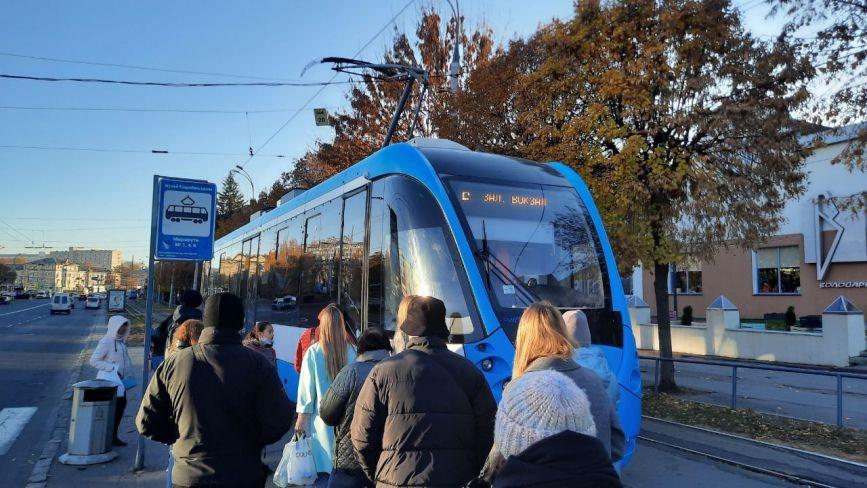 «Скупчення людей на вході та виході»: чи змінили у Вінниці правила проїзду в транспорті