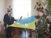 Козаки нагородили Романа Аксельрода за допомогу армії
