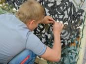 На площі у центрі Вінниці всі охочі плетуть маскувальні сітки для АТО