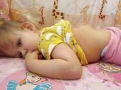 «Моїй Емілії вже складно дихати»: мама дівчинки з розщепленням хребта