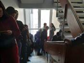 Вінничани стоять у кількаповерхових чергах для зміни місця голосування